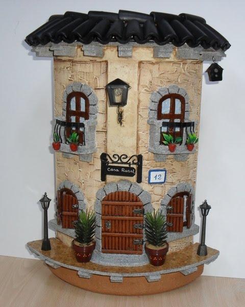Manualidades bellas artes y enmarcacion tere mota tejas for Puertas de tejas decoradas