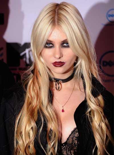 http://3.bp.blogspot.com/_ZljWNIXG234/TP35TrXwJUI/AAAAAAAABDM/eRsefN30kr0/s1600/taylor-momsen-long-tousled-blonde.jpg