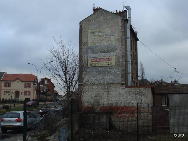 Les murs peints s 39 affichent ao t 2009 for Comboulevard de creteil saint maur