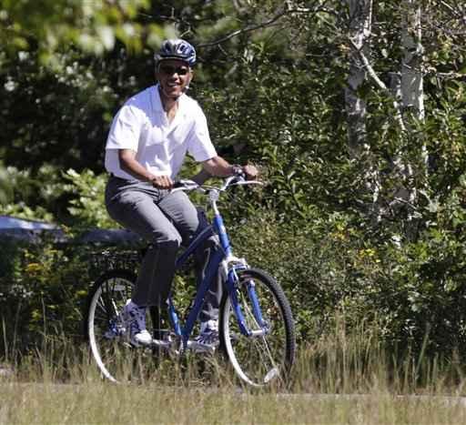 http://3.bp.blogspot.com/_Zm6JXvXXze4/TS-iXmSr7EI/AAAAAAAAPwc/PdV8f0TWH6w/s1600/Obamariding-a-bike1.jpg