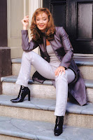 Magazine Leah Remini Picture Wearing Balck Leather Pants