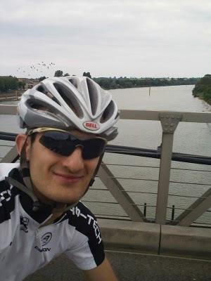 Me voici en pleine traversée de la saone en vélo !