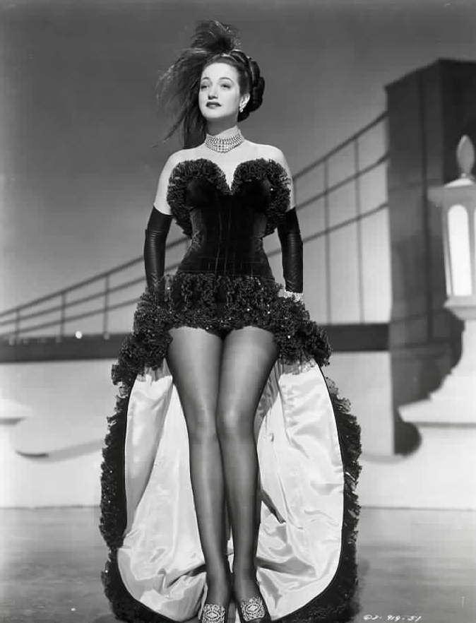 http://3.bp.blogspot.com/_ZpIWn6PUgOA/S9FufRlKMNI/AAAAAAAADbE/PPOUos2qfxk/s1600/dorothy_lamour-legs-1942.jpg