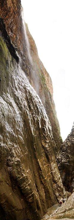 Ο ΜΕΓΑΛΥΤΕΡΟΣ ΚΑΤΑΡΡΑΚΤΗΣ ΤΗΣ ΚΡΗΤΗΣ (215m) - The highest waterfall of Crete (215m)