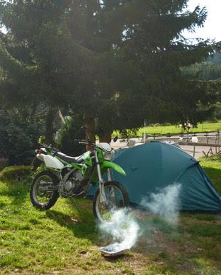 Endurowandern mit Zelt und Schlafsack