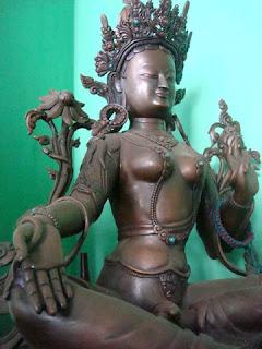 Statue by Ngu Xa village