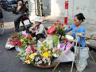 Flower kiosk in Hanoi