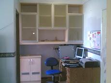kabinet buku dan meja tulis