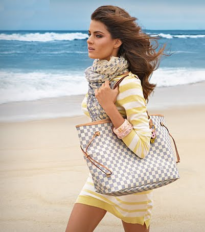 louis vuitton neverfull mm celebrities. Those Afternoon Jaunts By The Sea: Damier Azur Neverfull In Tow With A Fabulous Stole To Ward Off Chill. Finish LVook Louis Vuitton Mm Celebrities