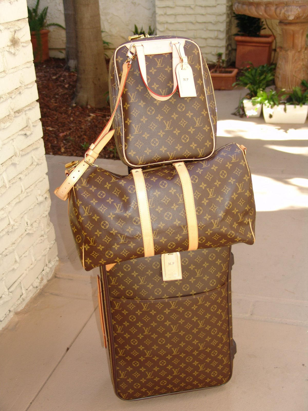 [vuitton+luggage+suite]