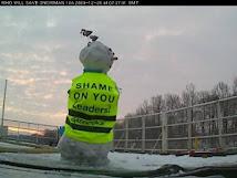 رجل ثلج يتظاهر ضد تغير المناخ