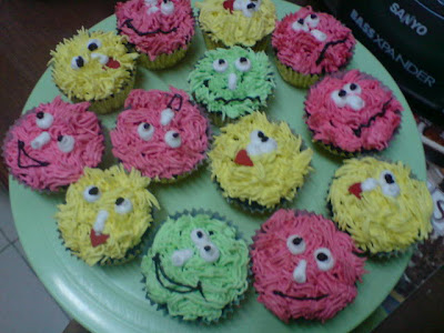 cupcakes cartoon. CUPCAKES - CARTOON THEME