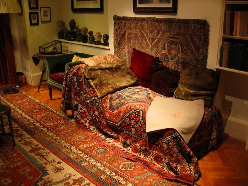 Videos de freud y lacan foto del divan de freud for Psicoanalisis lacaniano divan