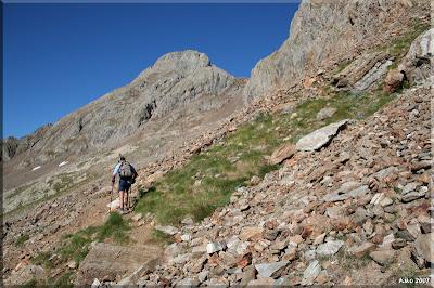 Caminaremos por la pedrera hasta la cima