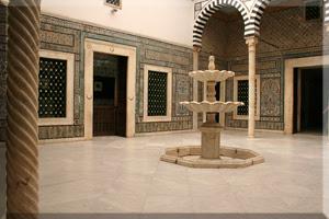 Fuente de mármol en el Museo de Arte Islámico