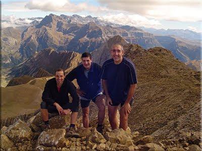 Tendeñera mendiaren gailurra 2.853 m.  -  2005eko urriaren 1ean