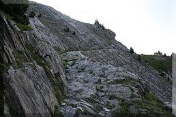 Paso picado en la roca