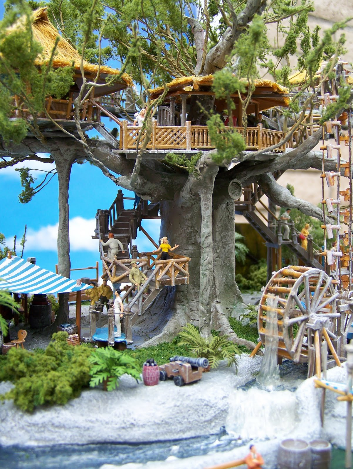 Mike Cozart Design And Model Actual Treehouse Leaf Hidden