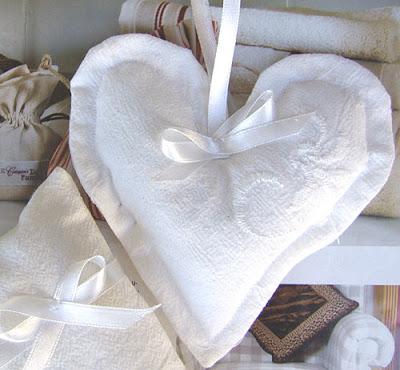 białe serce haftowane z lawendą - zawieszka w stylu francuskim