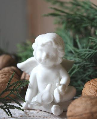 biały, porcelanowy aniołek