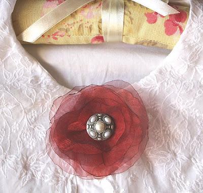 broszka z organzy i perełek
