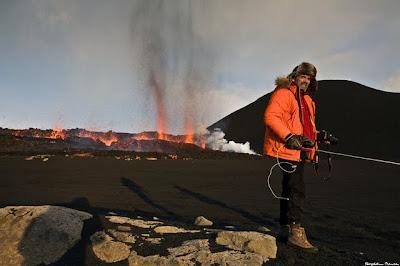Norul de cenuşă provocat de erupţia vulcanului Eyjafjallajokull din Islanda