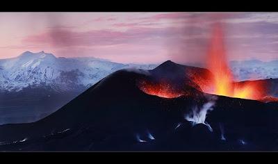 Alte imagini din timpul erupţiei vulcanice din Islanda
