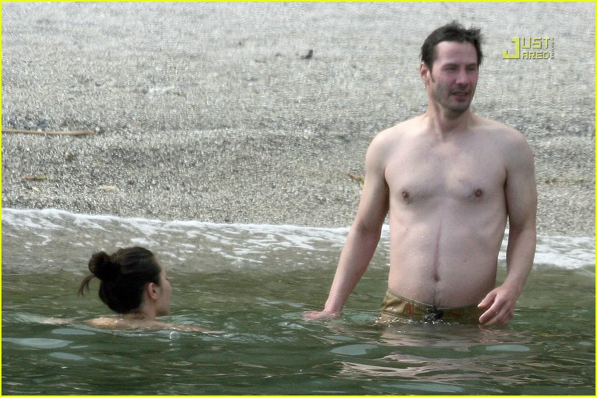 http://3.bp.blogspot.com/__3BO6Zhv6RI/TPamOoGsiQI/AAAAAAAAAOo/kUHAOwRdeI0/s1600/keanu-reeves-shirtless-04.jpg