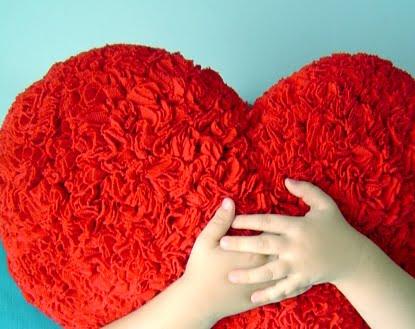 http://3.bp.blogspot.com/__5UuGNy9klQ/TJlbPnhFqiI/AAAAAAAABMY/2ovCg9S4NR0/s1600/Heart_hug.jpg