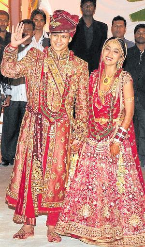 Movie Actor Amp Actress Cute Stills Bollywood Actor Vivek Oberoi Marriage Pics