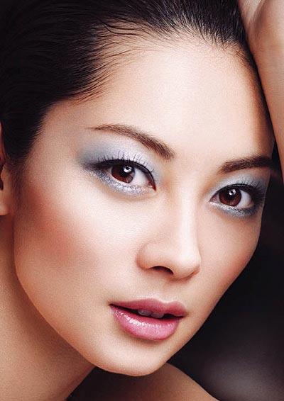 ผลการค้นหารูปภาพสำหรับ light blue eyeshadow