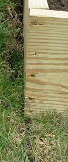 Raised-Garden-Box-Bed-Corners-Screws
