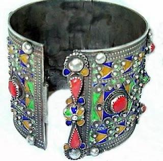 amazigh - On s'acharne a dénuder le pauvre Amazigh du patrimoine de ses ancestres Mimouni-bijou2