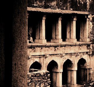 http://3.bp.blogspot.com/__DFvzZO__qk/Sc0-hiclCMI/AAAAAAAAAbw/XRSv57wIN4E/s400/ruins+of+hauz+khas+pranav+singh.jpg