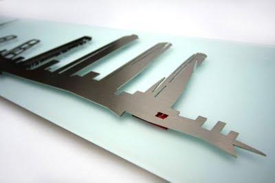 Perfil de Madrid realizado por Erok combinando cristal y metal