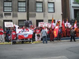 >Burmese in Newyork voted NO to Burmese junta's sham referendum