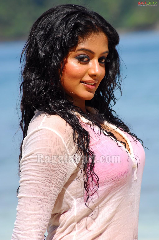 Priyamani-hot South Indian Actress bikini show-glamour photo gallery ...