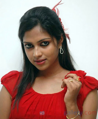 amala-paul-hot-stills-09.jpg (600×732)