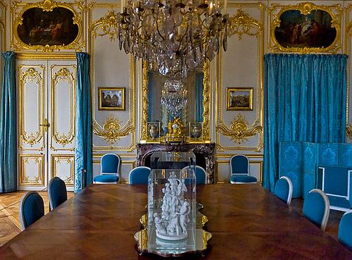 Bricoles et girandoles l 39 art de la table la base for Salle de bain louis xv versailles