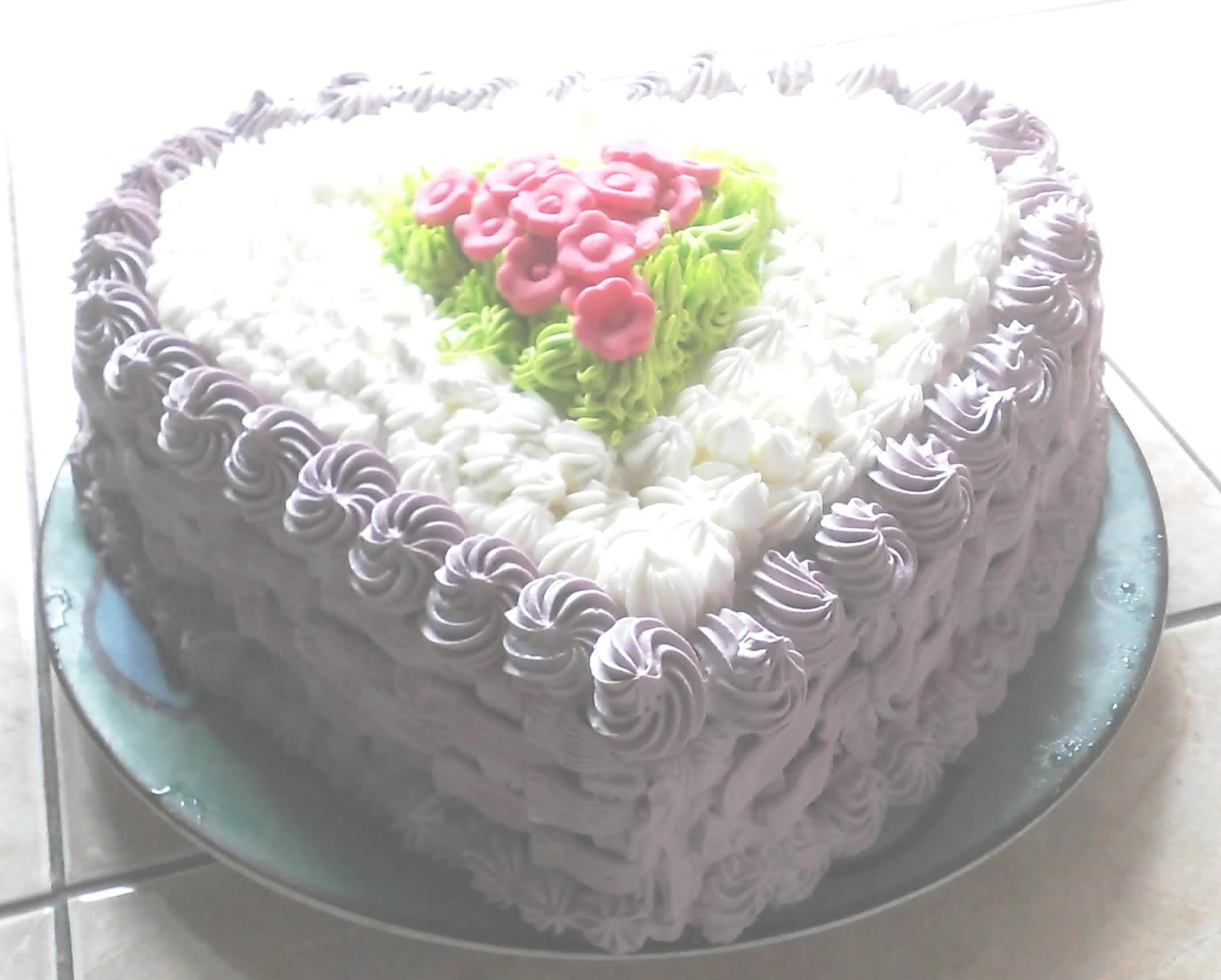 ... membuat kue ulang tahun itu hmm menurutku cukup cantik inilah hasilnya