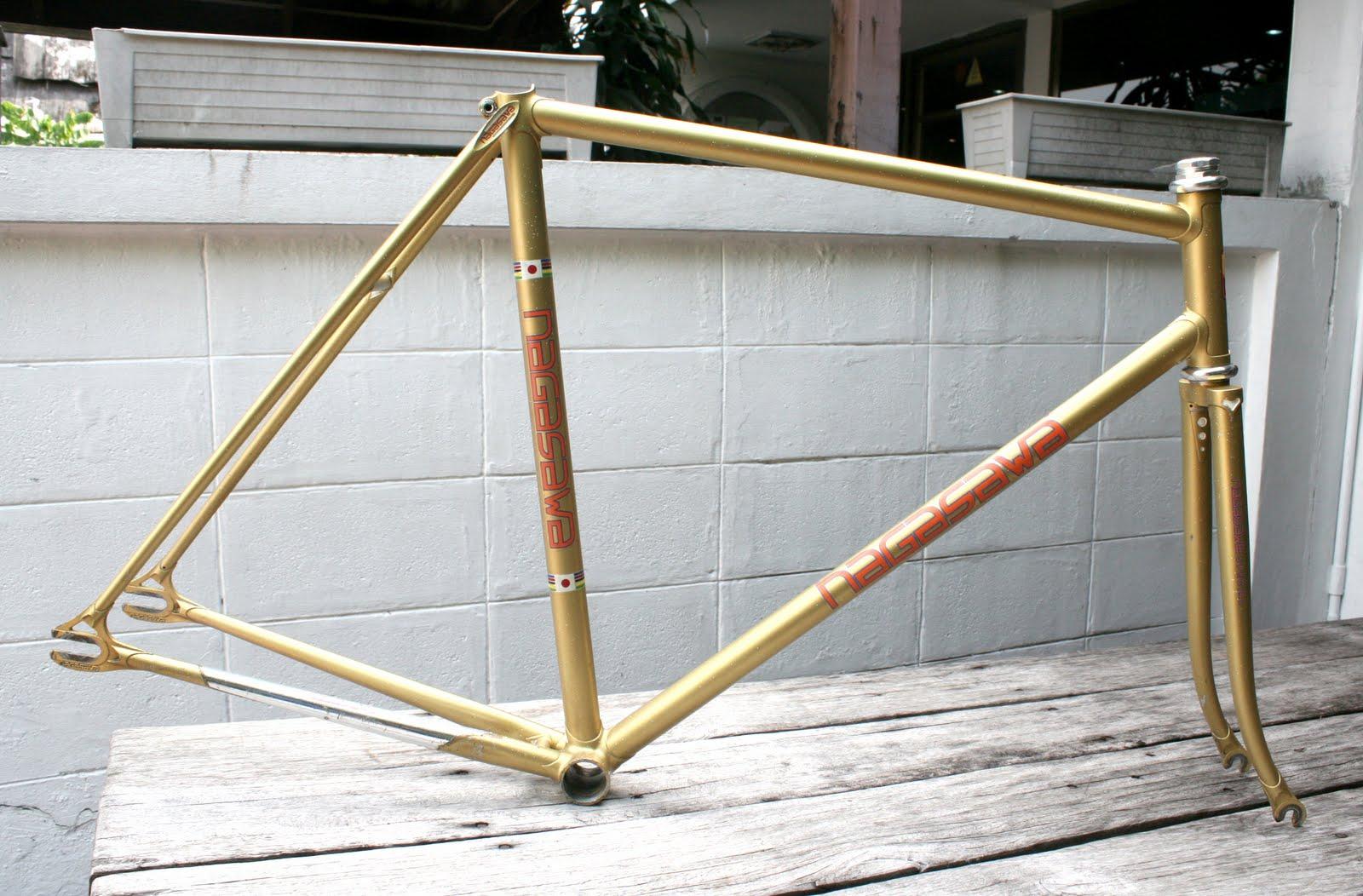 DUCKFIXED: Gold Sparkle Nagasawa Frame Track NJS Keirin @ DUCKFIXED