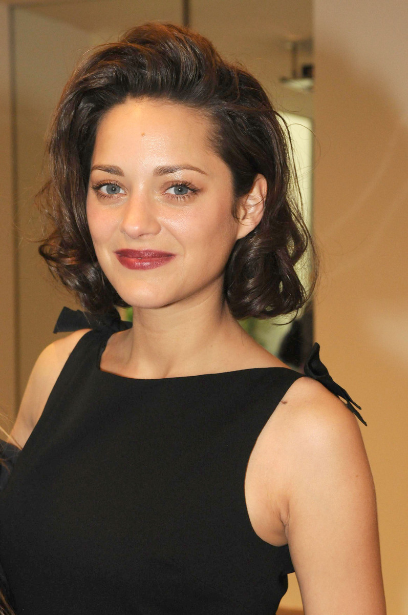 Fresh Look Celebrity Marion Cotillard Hairstyles 05