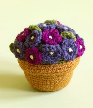 2000 Free Amigurumi Patterns: Potted plant with flowers