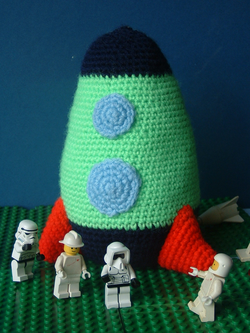 Moon Amigurumi Pattern Free : 2000 Free Amigurumi Patterns: Fly me to the moon - Rocket ...