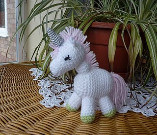 2000 Free Amigurumi Patterns: Charley the Unicorn