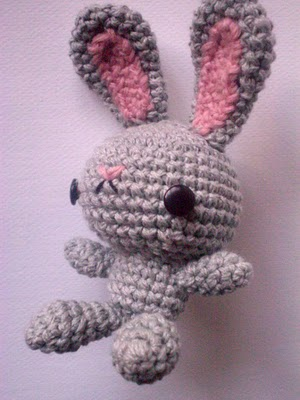 Click here for the free crochet pattern. Its in Spanish.