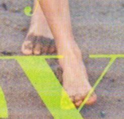 amanda seyfried barefoot