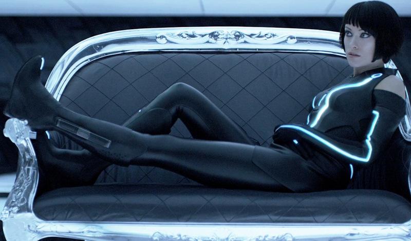 http://3.bp.blogspot.com/__RpFav124wI/TQ18kb96XQI/AAAAAAAABX0/ZUgykv4QOaE/s1600/Tron-Legacy_Olivia-Wilde-couch-cap-2.jpg