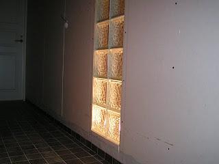 Valoa lasitiili-ikkunassa