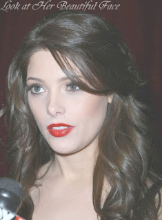Ashley Greene's Mistake Make Up And Hairstyle